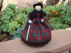 Doll in Civil War-era costume. Christmas Deco, Diy Christmas Ornaments, Cloths Pins, Clothespin Art, Metal Spring, Victorian Dolls, Popsicle Sticks, Black Ribbon, Green Dress