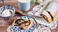 Pokud milujete dobroty zkynutého těsta, určitě vyzkoušejte tento závin. Nadýchané těsto sintenzivní chutí kakaa si zamilujete. French Toast, Breakfast, Ethnic Recipes, Food, Meal, Essen, Morning Breakfast