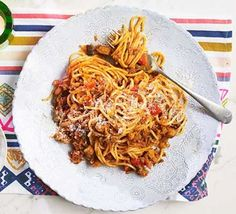 The best spaghetti bolognese recipe Bbc Good Food Recipes, Healthy Eating Recipes, Dinner Recipes, Healthy Food, Yummy Recipes, Dinner Ideas, Recipies, Best Spaghetti Bolognese Recipe, Vegetable Puree
