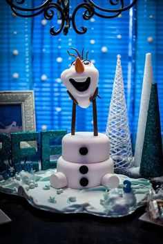 Fun Olaf cake at a Frozen birthday party! See more party planning ideas at…