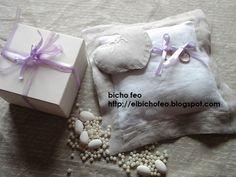 cuscino porta fedi in lino con cuore applicato http://elbichofeo.blogspot.com