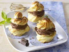 Windbeutel mit Mousse au chocolat-Füllung
