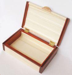 Handmade small keepsake box - small wood box made of White Aspen, Padauk, Spalted Maple Ebony wood Woodworking Guide, Custom Woodworking, Woodworking Projects Plans, Small Wood Box, Small Boxes, Wood Box Design, Large Jewelry Box, Puzzle Box, Jewellery Boxes