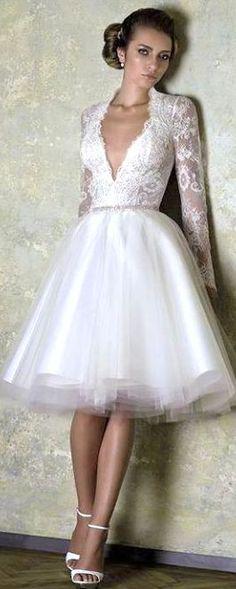 Rochie scurta de mireasa, perfecta pentru o nunta de vara.