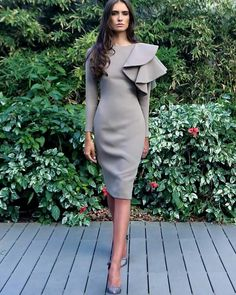 Romantic Fall Outfits For Style Women Fashion, Whatever you decide to purchase or pack, don't forget that style includes confidence, and confidence includes comfort. With the addition of a couple o. Elegant Dresses, Cute Dresses, Beautiful Dresses, Short Dresses, Dresses For Work, Gorgeous Dress, Modest Fashion, Fashion Dresses, Fashion Clothes
