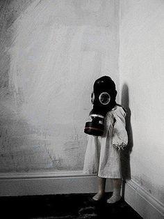 Creepy-kid-gas-mask