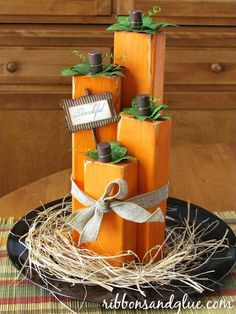 Wood Projects Create these Wood Block Pumpkins out of painted wood blocks. Love the rustic look! - DIY wood block pumpkins made from painted wood blocks cut in different lengths glue together to make a simple Fall pumpkin centerpiece. Thanksgiving Crafts, Fall Crafts, Holiday Crafts, Holiday Fun, Recetas Halloween, Adornos Halloween, Fall Halloween, Halloween Crafts, Diy Projects For Fall