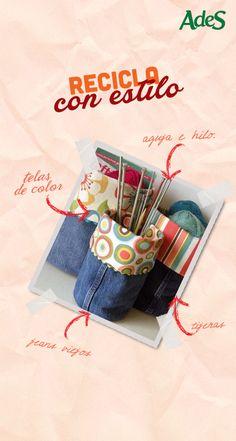 Recicla tus jeans viejos o estropeados y conviértelos en unas lindas bolsas para guardar cosas. Debes cortar los jeans por la parte baja de las piernas, luego pones una tela por dentro y coses un extremo del pantalón y listo. Puedes usar esta bolsa para guardar de todo.