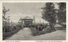 Loenen op de Veluwe - oude muziektent → Toen de nieuwe muziektent er kwam, werd de opbergruimte van deze gebruikt als plaats om te vrijen.