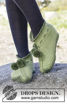 Accessories - Free knitting patterns and crochet patterns by DROPS Design Baby Booties Knitting Pattern, Knitting Patterns Free, Free Knitting, Free Pattern, Crochet Patterns, Drops Design, Elf Slippers, Knitted Slippers, Crochet Shoes