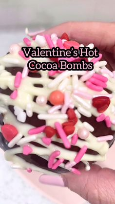 Chocolate Apples, Chocolate Bomb, Hot Chocolate Bars, Hot Chocolate Recipes, Cocoa Recipes, Snack Recipes, Fun Desserts, Delicious Desserts, Bakery Business Plan