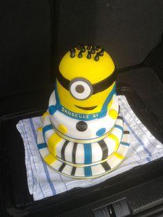 Eeeeeeeeeeeeeeek! Minion cake!!!!!!