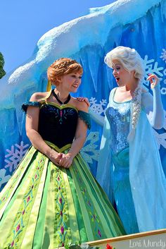 Festival Of Fantasy,Elsa and Anna, Disneyland Face Characters, Disney Characters, Best Sister Ever, Frozen Sisters, Disney Parks, Wonders Of The World, Elsa, Fantasy, Film