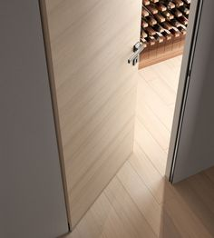 Reversible flush-wall door with push or pull opening