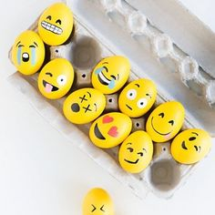 Cracking up over these emoji eggs from @studiodiy! (Yes, egg puns are acceptable this week.) Check out 5 decorating ideas from some of our favorite bloggers on our blog. Link in profile. #WSEaster