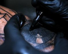 Tattooing in slow motion