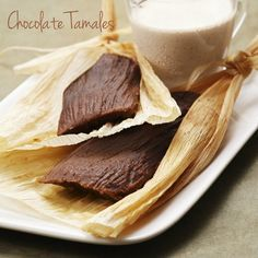 Chocolate Tamales recipe from Sanchez - February is Candlemans Day, a celebration that calls for a feast. And what is customarily served at this feast? Tamales of course! Mexican Dishes, Mexican Food Recipes, Dessert Recipes, Mexican Desserts, Mexican Meals, Drink Recipes, Yummy Recipes, Recipies, Tamales Gourmet