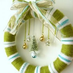 Christmas yarn wreath - love the ornaments hanging off the wreath