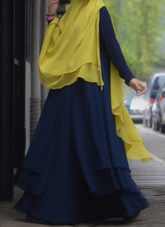 loose layers for flowing feminine look Modest Fashion, Hijab Fashion, Hijab Pins, Muslim Dress, Hijab Outfit, Designer Dresses, Nice Dresses, Feminine, Fashion Design