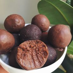 Healthy Movie Snacks, Movie Night Snacks, Chocolate Protein Powder, Bliss Balls, Protein Ball, Raw Cacao, Dried Beans, Energy Bites, Vegan Treats