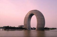Dalla gru alla sfera sull'albero: ecco gli alberghi più strani del mondo - Repubblica.it