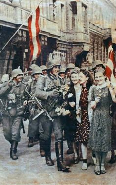 Nazi Propaganda showing Germans as the liberators of Riga, Latvia, USSR during World war two. Pin by Paolo Marzioli Ww2 Pictures, Military Pictures, Historical Pictures, German Soldiers Ww2, German Army, Nazi Propaganda, Germany Ww2, Ww2 History, The Third Reich