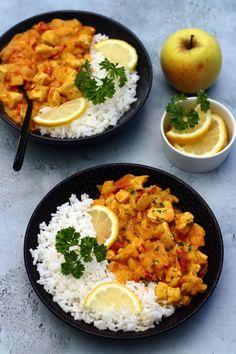 Voici une recette pleine de saveurs avec ce curry de poulet à la pomme et lait de coco. Il y a beaucoup de façons de faire un curry, je vous livre donc l'une de mes favorites, avec un côté sucré-salé accentué par la présence de la pomme. Pour le reste...