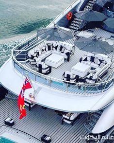 #luxuryyachtblack #LuxuryYachting #megayacht Lamborghini, Ferrari, Boat Marina, Marina Beach, Luxury Houseboats, Luxury Yachts, Private Yacht, Private Jet, Porsche