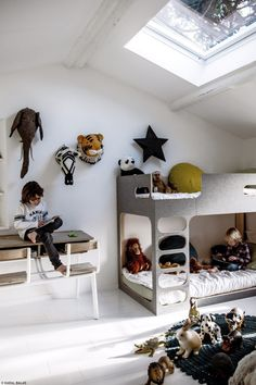 6 Cute Attic Rooms - Ideas and Photos http://petitandsmall.com/attic-rooms-ideas-photos/ #kidsroom #kidsinterior #kidsroomdecor