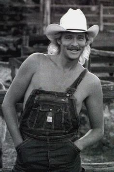 Alan Jackson - certainly knows how to wear his overalls!