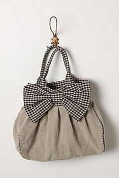 Adorable bag! Can hardly wait to make this!!!