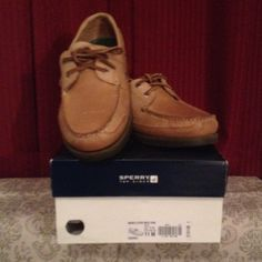 Men's Sperry size 11 New never worn with box! Men's Sperry size 11 STYLE: mako 2 eye moc COLOR: oak. Sperry Top-Sider Shoes Flats & Loafers
