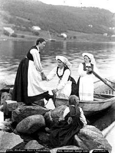 Coastal Life in the Southern Region of Norway at the End of the Century. Old Pictures, Old Photos, Vintage Photos, Norwegian People, Norwegian Vikings, Stavanger Norway, Norse Vikings, Expo, Historical Photos