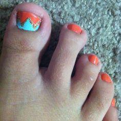 Zig zag toenail design