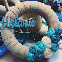 #homedecor #hungary #ikozosseg #mik #wreathmaking #wreaths #wreath #summerwreath #welcome #welcomehome #tmoni_diy #tmoni_crafts #tmoni_wreaths #toth_lanyok_moni #diy #craft #blue