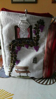 Lateral bordado con lazos de la casa costurero