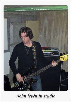 This photo was uploaded by julianaaoyonakashima. Europe Band, Bass, Guitar, Studio, Top, Sweden, Flat, Studios, Guitars