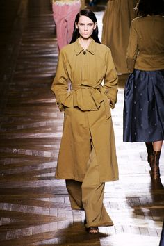 Avantūr constantly plays with shapes and volume, and no one does it better than Dries van Noten.