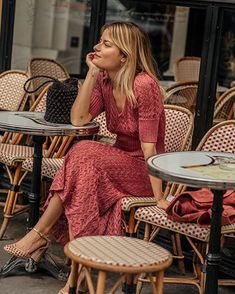 10 absolutely chic ways to dress like a Parisienne - They say French women are t. 10 absolutely chic ways to dress like a Parisienne - They say French women are the chicest women on earth, so why not dress like them! French Women Style, French Girls, French Classic Style, Beautiful French Women, French Riviera Style, Dress Like A Parisian, Parisian Style, Parisian Chic Fashion, French Fashion
