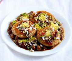 collection of 115 diwali snacks recipes. easy and tasty diwali snacks recipes. collection of popular diwali faral recipes like shankarpali, mixture, chivda, mathri, gujiya. Diwali Snacks, Diwali Food, Diwali Recipes, Diwali Party, Indian Potato Recipes, Pasta Recipes Indian, Easy Indian Snacks, Indian Sweets, Indian Desserts