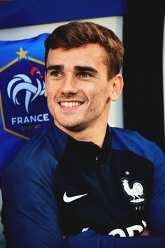 Image shared by griezmann_c_f. Find images and videos about france, football and antoine griezmann on We Heart It - the app to get lost in what you love. Antoine Griezmann, Soccer Guys, Football Soccer, Football Players, Gareth Bale, Champion Du Monde Foot, French Soccer Players, Cristiano Jr, Vive Le Sport