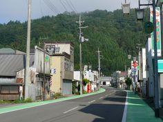 No Japão, assim como em grande parte dos países asiáticos, encontram-se muitas calçadas no mesmo nível das ruas, sendo separadas apenas por demarcações.