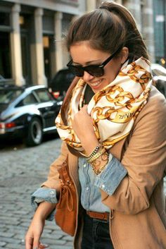 Is this scarf wrapped around something else? Recreate this look with my Black and Gold Chanel scarf, Black Blazer, Mode Style, Style Me, City Style, Look Fashion, Womens Fashion, Fashion Trends, Fall Fashion, Turbans, Headscarves
