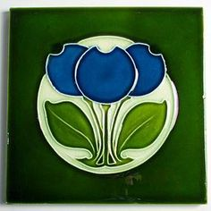 Antique English Alfred Meakin tile with a striking Art Nouveau blue flower design, made circa 1908. The tile measures 6 inches square and has the typical Alfred Meakin moulded back.