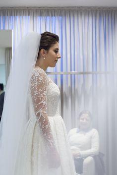 Vestido de noiva sob medida - Isabela Mendes <3 tule bordado em linha co  flores e galhos.  Ateliê Esther Bauman Acquastudio São Paulo-SP (11) 3223-2133