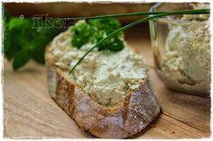 Schafskäsecreme 2 Knoblauchzehen 3 Sek./St.5 200 g Schafskäse 4 Sek./St.5 200 g Kräuterfrischkäse 1 TL Paprika edel...
