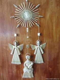 Amazing works of straw - Maria and child, angels and a star Straw Weaving, Paper Weaving, Weaving Art, Pinterest Christmas Crafts, Xmas Crafts, Quilling Flowers Tutorial, Christmas Wreaths, Christmas Decorations, Tree Decorations