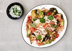 Grillattua kasvissalaattia kimchin ja sitruunajogurtin kera - Rasilainen Aga, Kimchi, Pasta Salad, Ethnic Recipes, Food, Crab Pasta Salad, Essen, Meals, Yemek