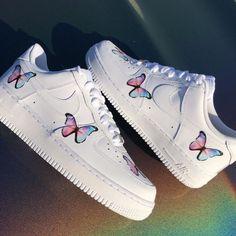 Cute Nike Shoes, Cute Nikes, Nike Air Shoes, Teen Girl Shoes, Jordan Shoes Girls, Nike Shoes For Girls, Cute Shoes For Teens, Trendy Shoes, Girls Sneakers
