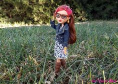 Am I cute or what?: Repainted Ever After High Doll Furniture and acces...